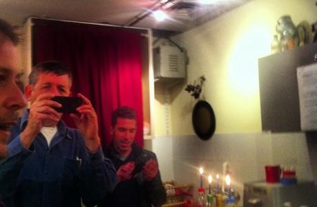 הדלקת נרות באולפני סוניק, במהלך הקלטות ״היספיקו החיים״ שלומי,יוני ואני